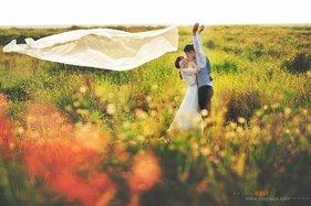 每张婚纱照片好像诉说着两人之间的爱情